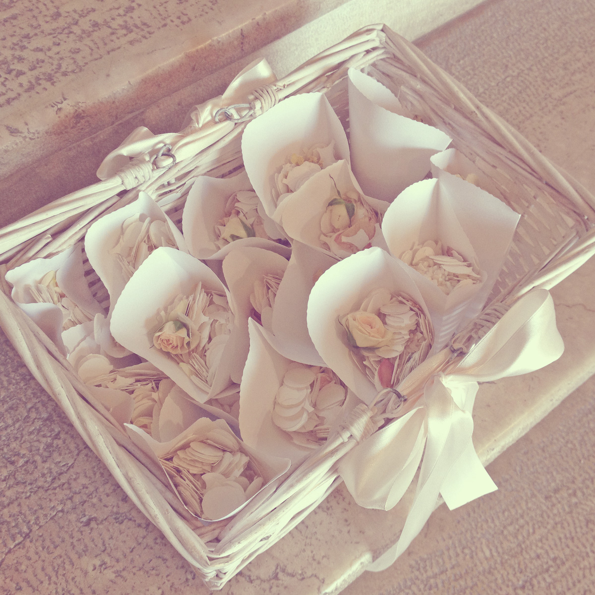 03-wedding-petals-confetti