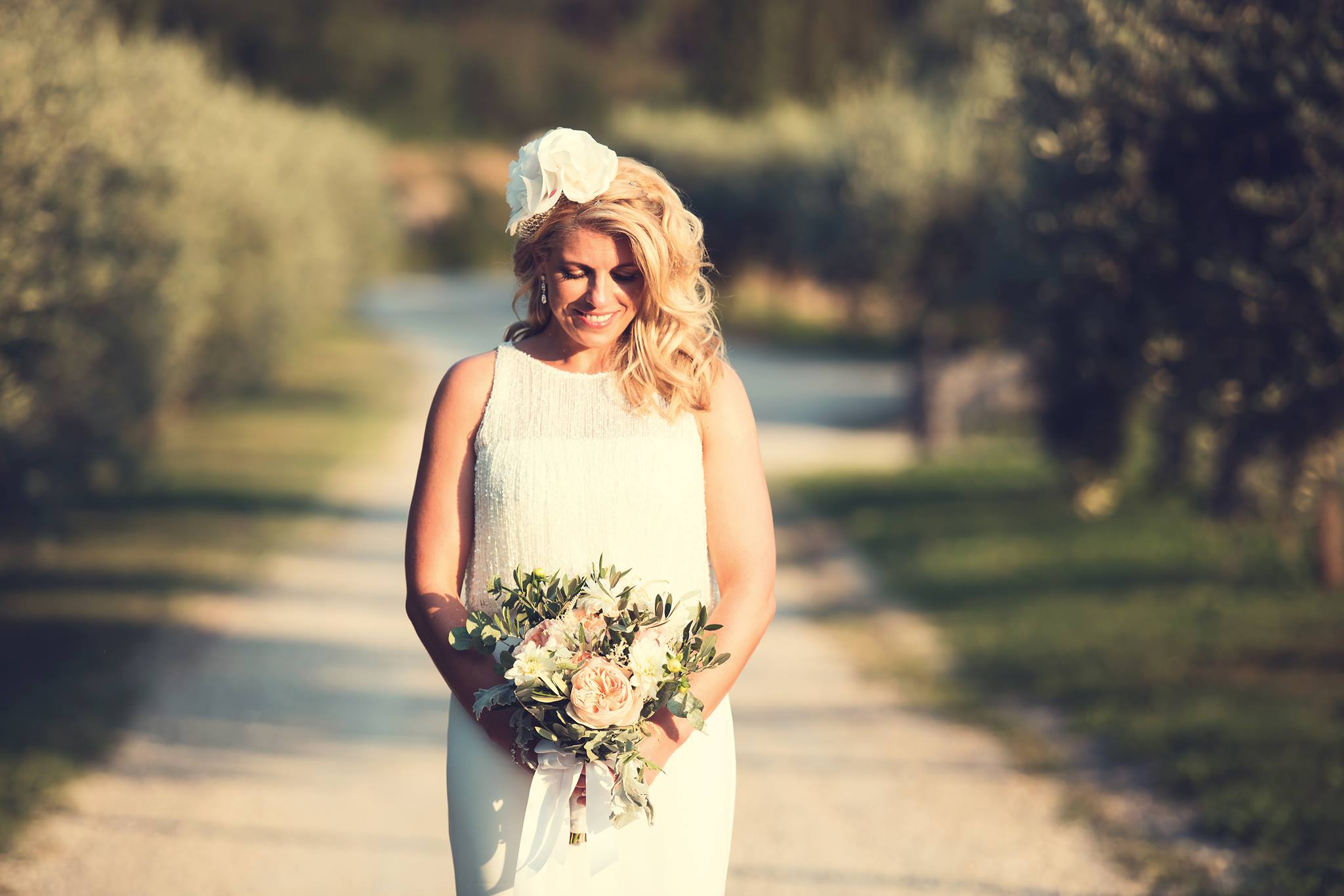 14-olive-and-roses-bouquet-peach-pink-bride-lake-garda-wedding