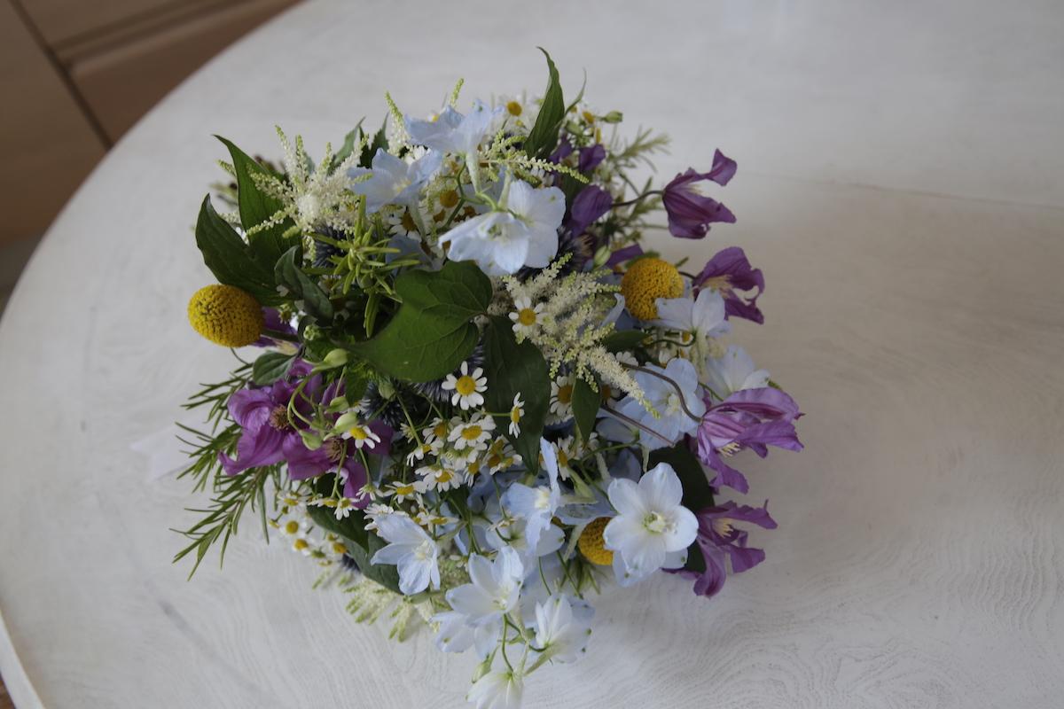 aa-composizione-floreale-sposa-01