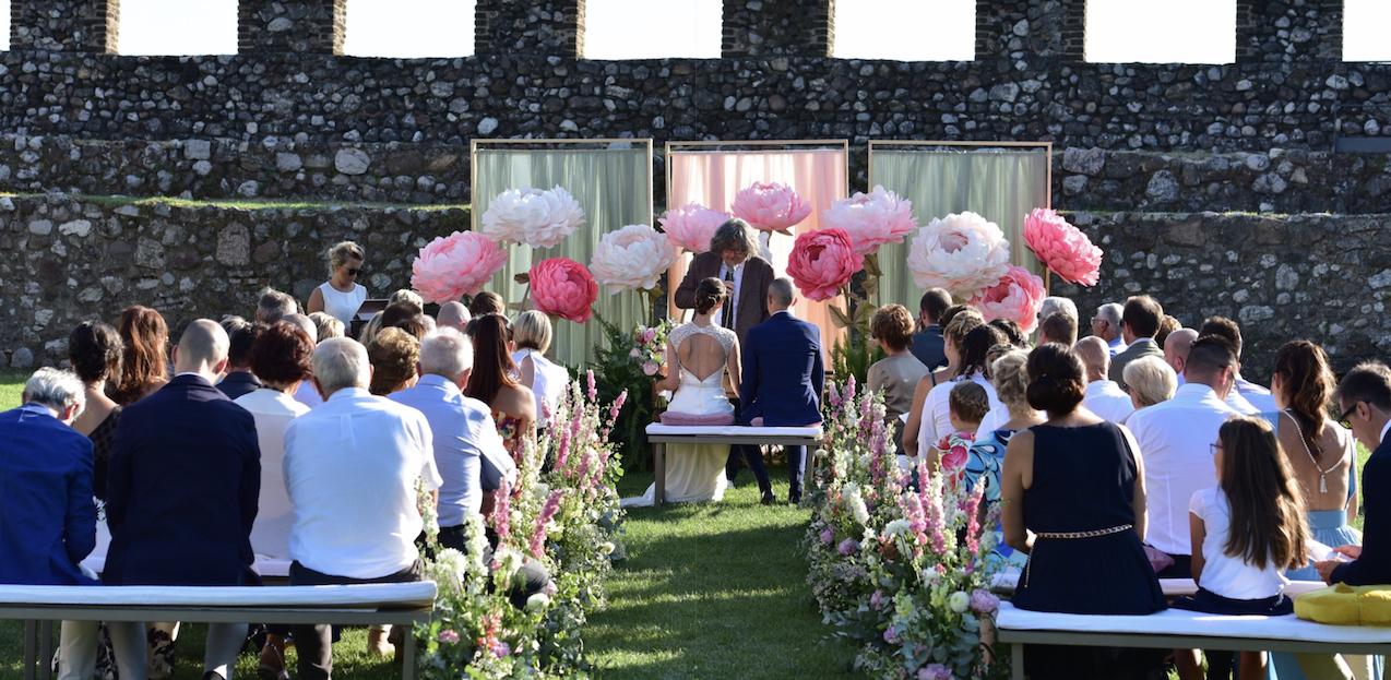 luca-valentina-3-rocca-di-lonato-scenografia-floreale-matrimonio